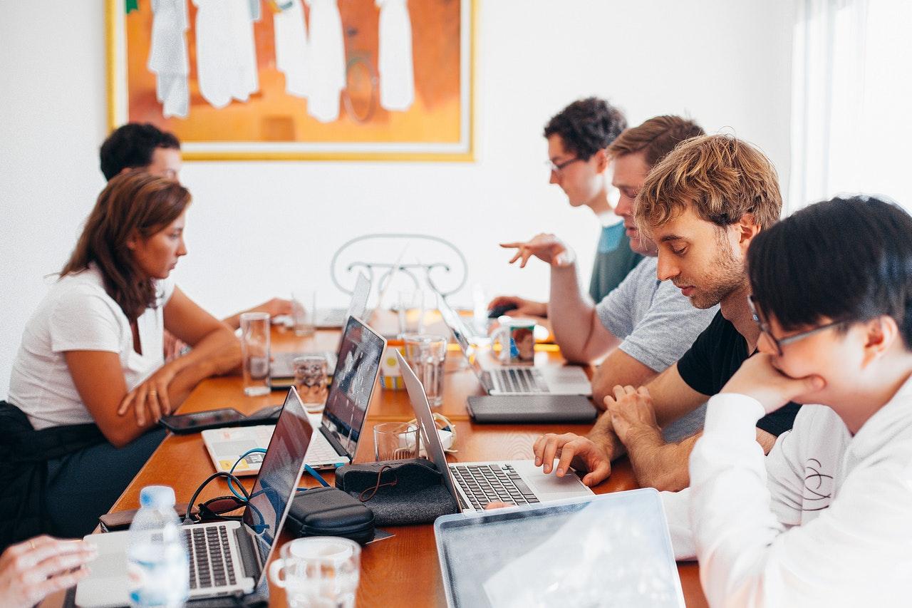 Estudo avalia como a presença femina melhora a comunicação dentro da equipe
