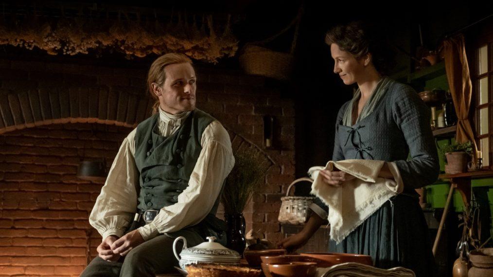 Jamie e Claire em casa. (Starz/Divulgação)