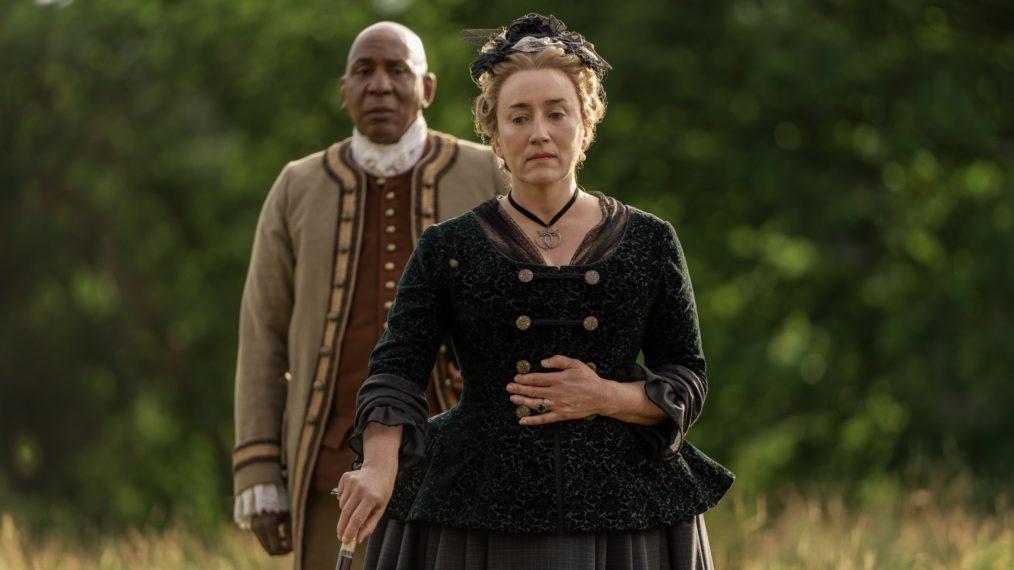 Ulysses (Colin McFarlane) e Jocasta (Maria Doyle Kennedy) parecem lamentar a perda de Murtagh. (Starz/Divulgação)