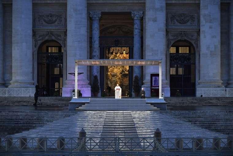 Papa Francisco durante o coronavírus. (Fonte: ListVerse)