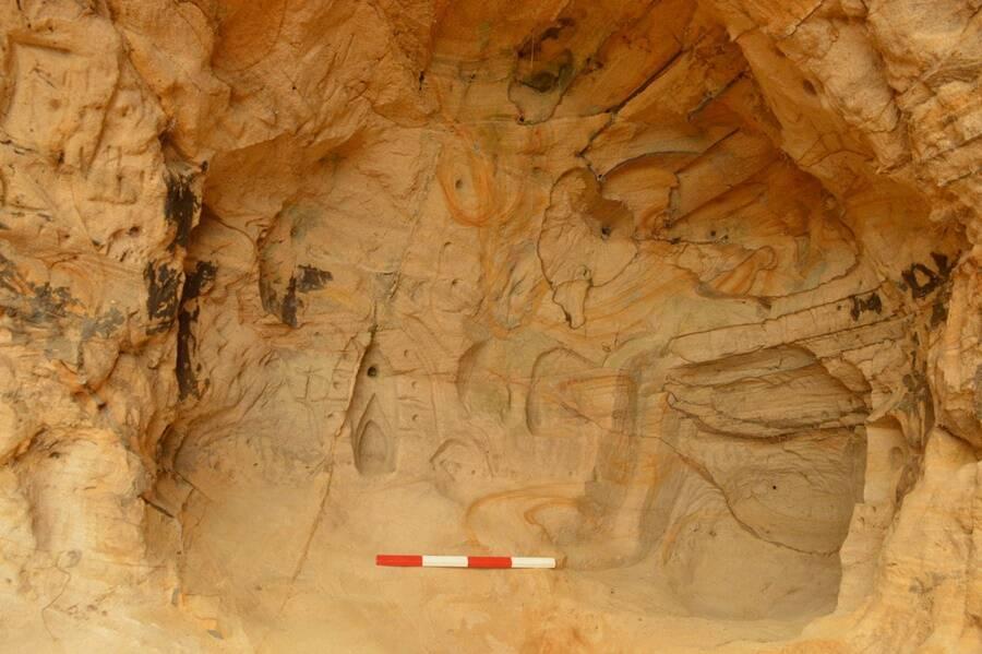 Caverna encontrada por trabalhadores ferroviária escondia Santuário construído no século XIV