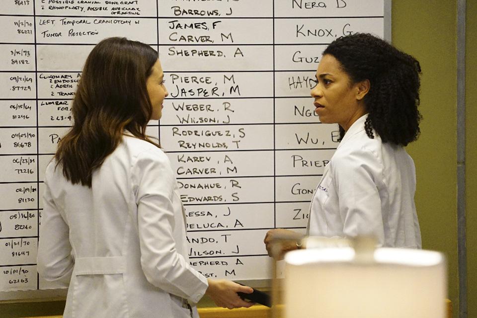 Amelia (Caterina Scorsone) e Maggie (Kelly McCreary)