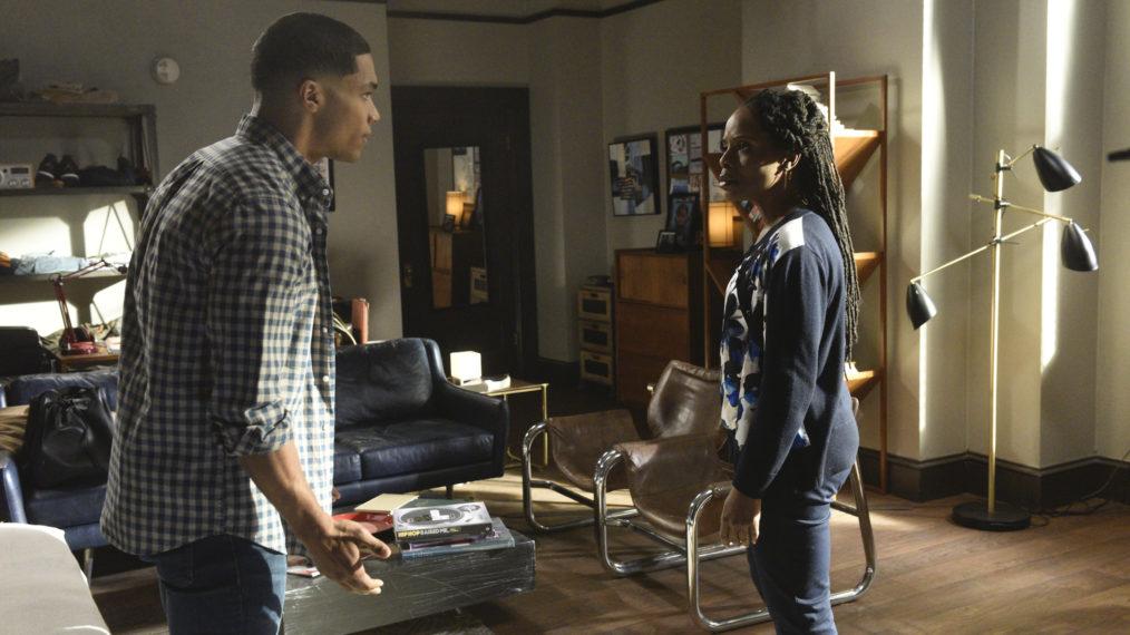 Gabriel (Rome Flynn) e Vivian (Marsha Stephanie Blake) conversam. (ABC/Divulgação)