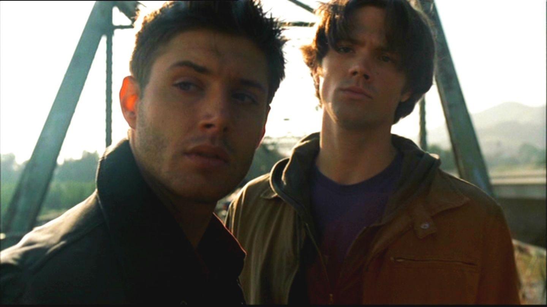Os irmãos Winchester no primeiro episódio de Supernatural