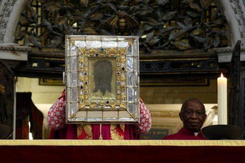 A imagem do Véu de Verônica que está na Basílica de São Pedro (Fonte: The Central Minnesota Catholic / Reprodução)