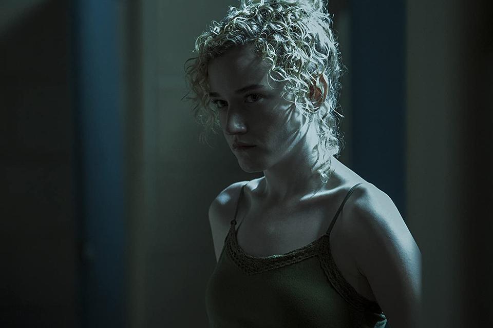 Julia Garner interpreta Ruth na série