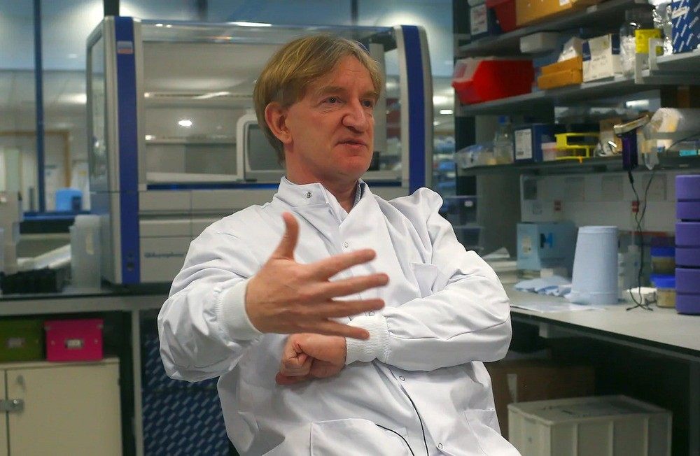 O vacinologista Adrian Hill está à frente da pesquisa no Instituto Jenner, na Universidade de Oxford.