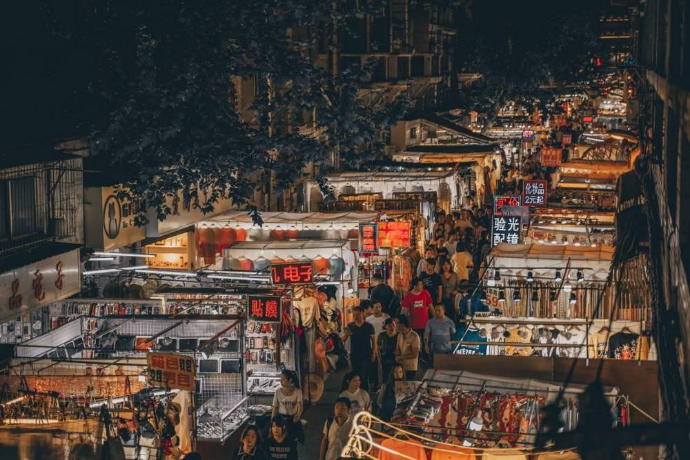 O mercado de rua de Wuhan, na China, onde o SARS-CoV-2 ganhou o mundo.
