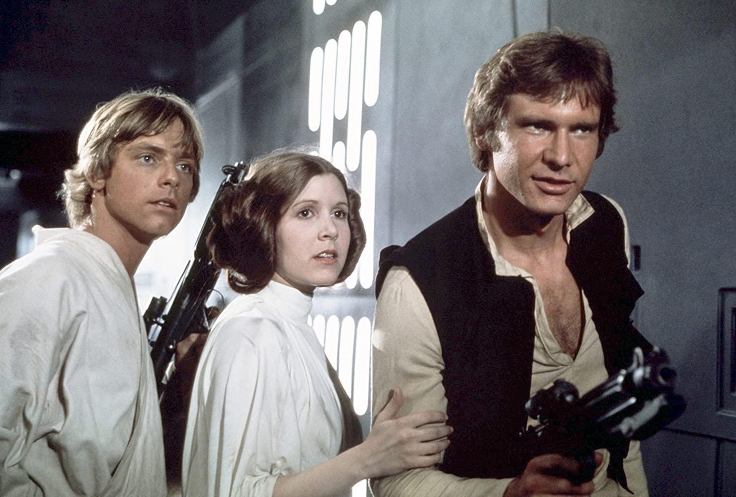 Luke, Princesa Leia e Han Solo no primeiro filme da saga Star Wars (Disney/Reprodução)