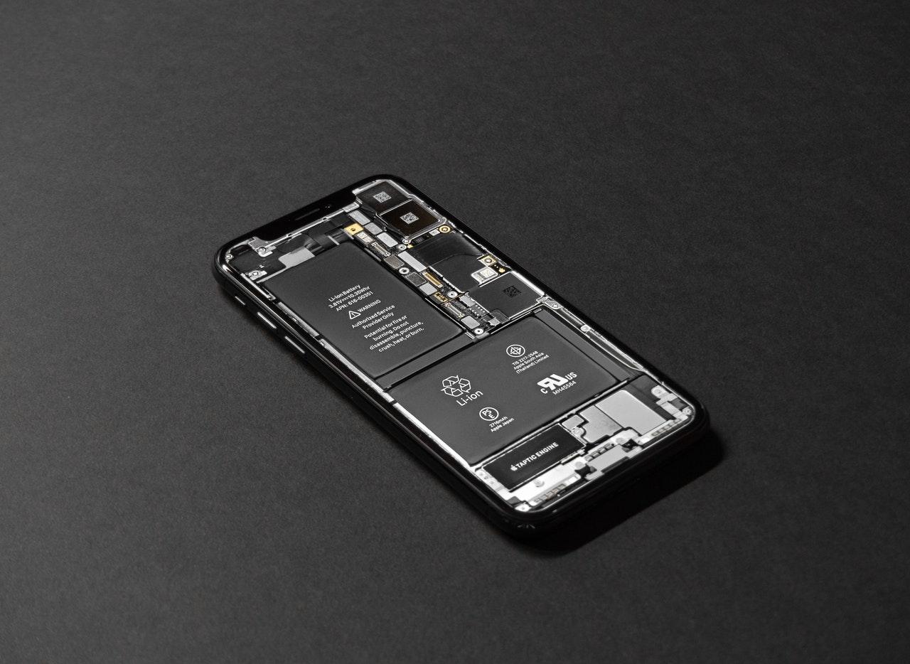 Baterias removíveis praticamente deixaram de existir em celulares modernos.