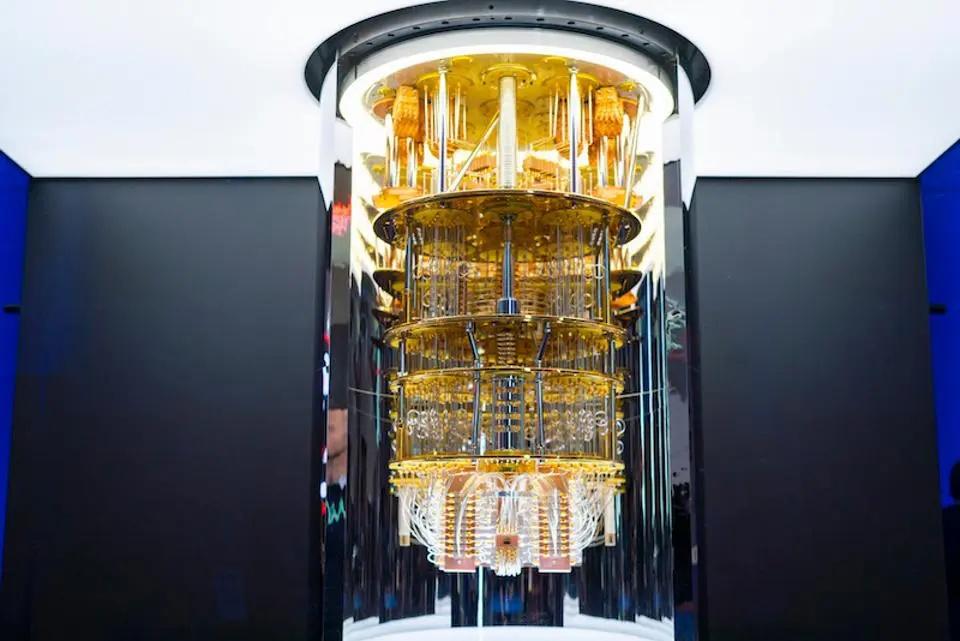 Computador quântico da IBM. (Fonte: Live Coins/Reprodução)