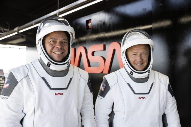 Dois astronautas estarão a bordo da Crew Dragon.