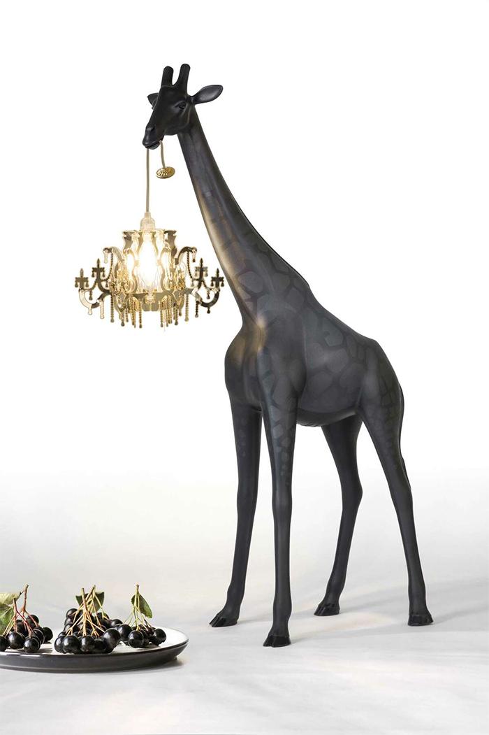 A menor girafa custa aproximadamente R$ 2 mil. (Fonte: Reprodução / 1stdibs)
