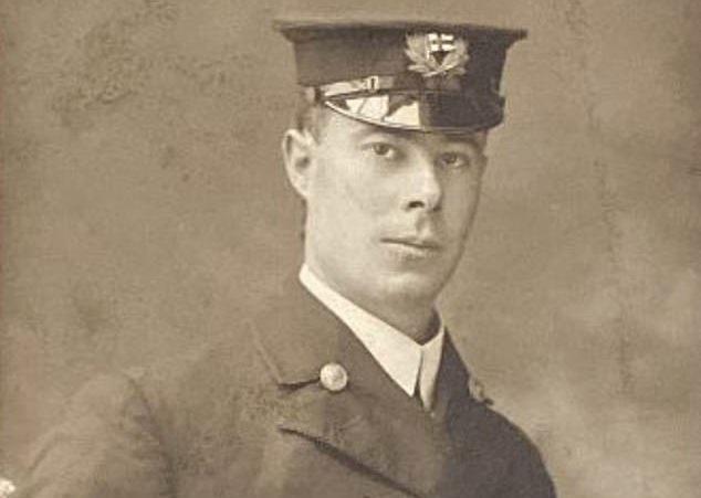 """O """"herói do Titanic"""", Harold G. Lowe (Fonte: Daily Mail/Reprodução)"""