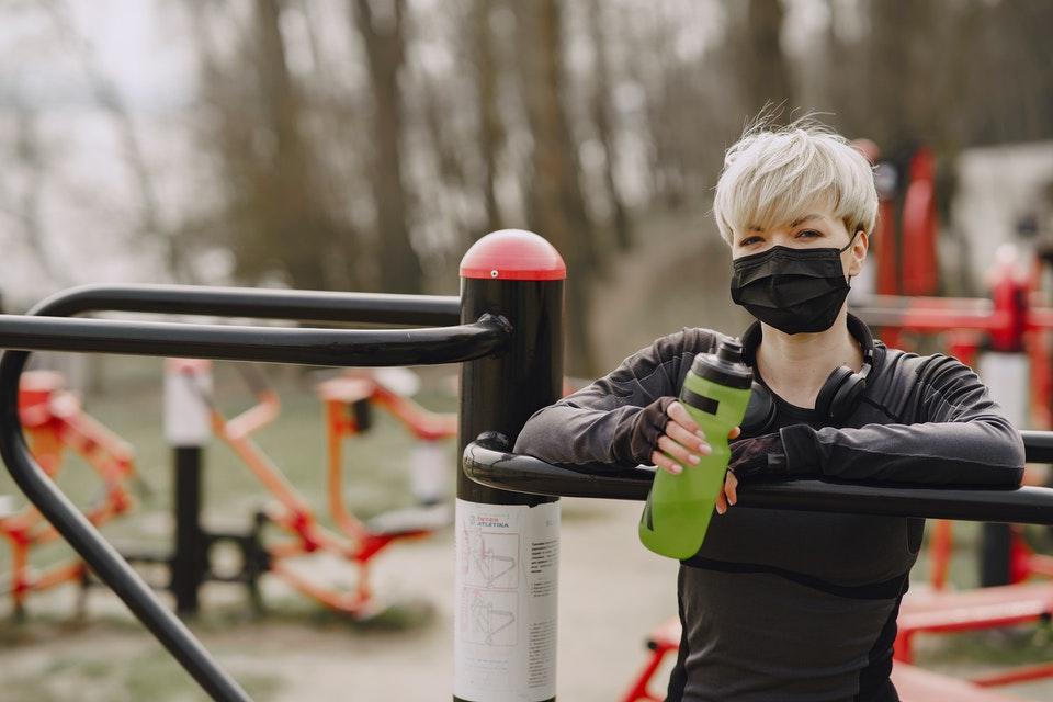 Prática de atividades físicas com máscaras precisa de alguns cuidados