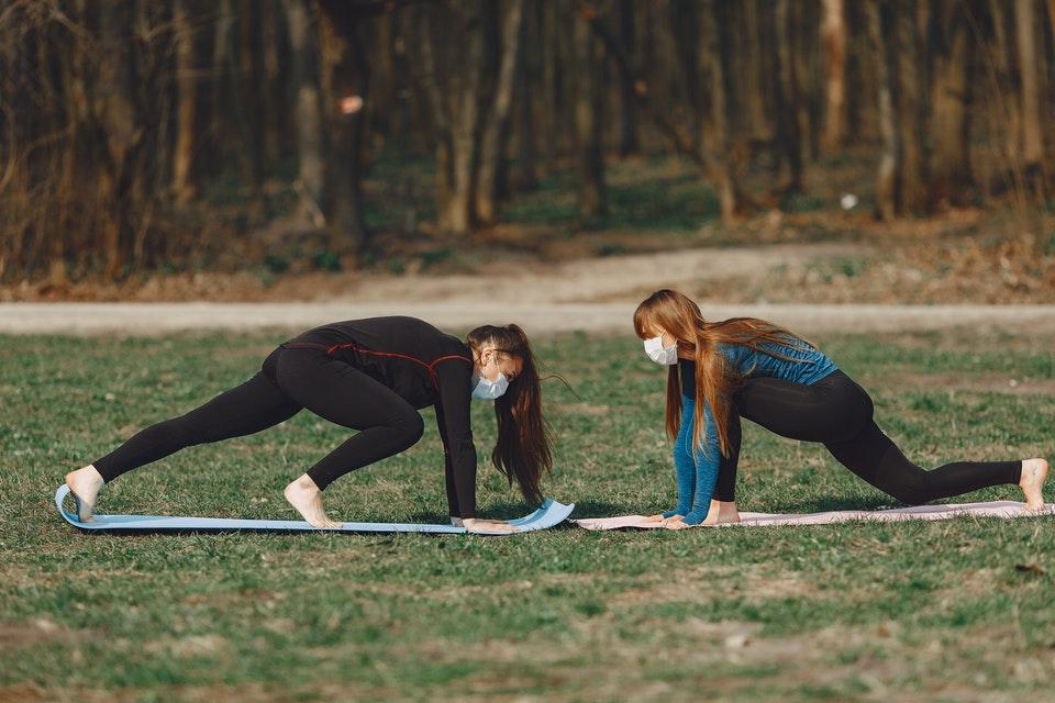 Diminuir a intensidade dos exercícios e fazer pausas ajuda a diminuir o desconforto