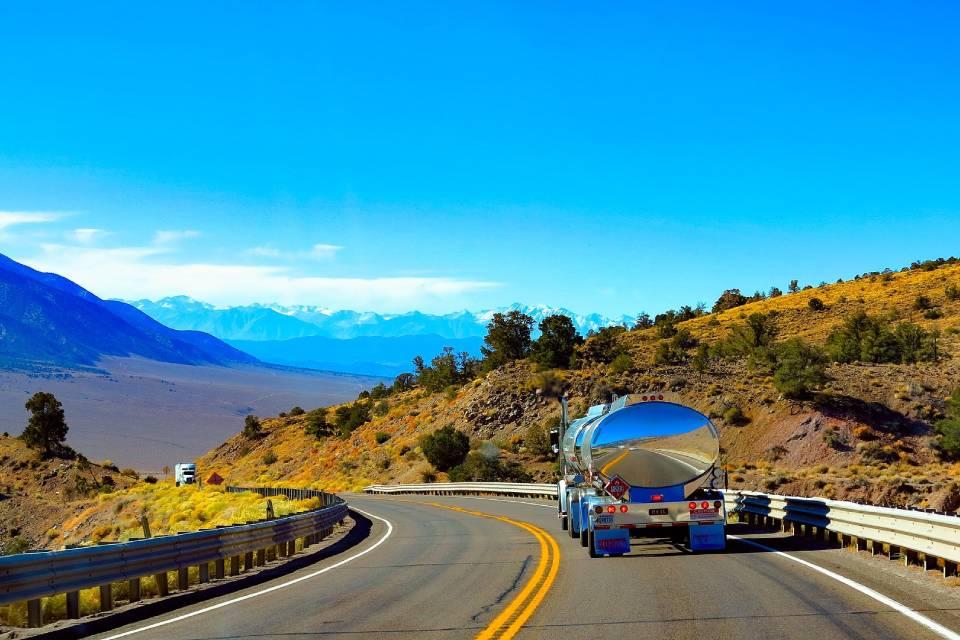 Califórnia determina que caminhões abandonem diesel até 2045