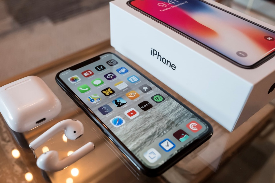 Apple encerra produção de iPhone na Índia por disputa com a China