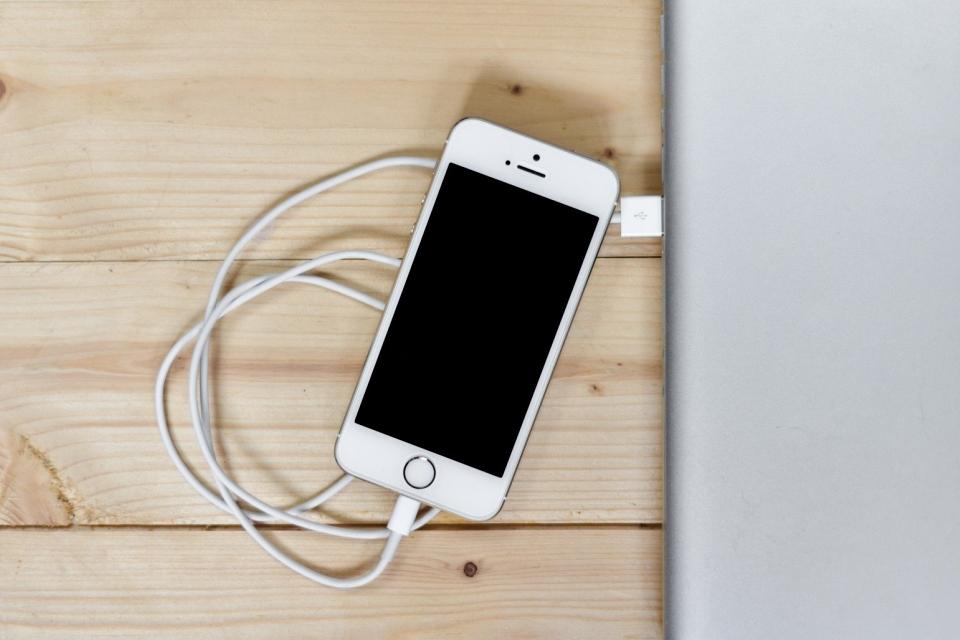 iPhone 12 sem carregador? Apple faz pesquisa com usuários