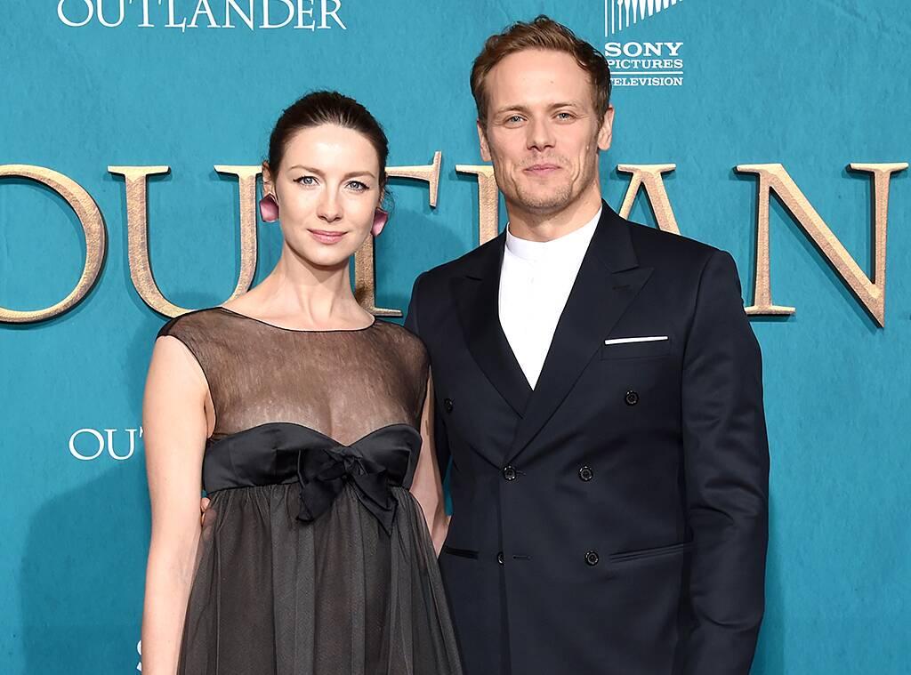 Sam Heughan em evento da série Outlander. (Fonte: E Online/reprodução).