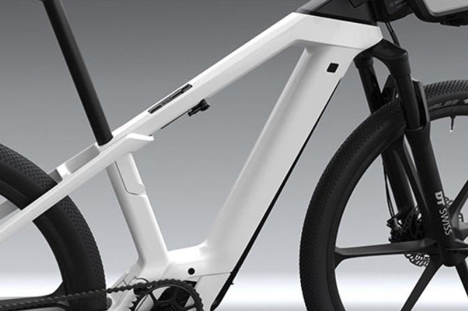 A bateria praticamente se mescla com o corpo da bike.