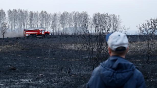 Carro de bombeiros perto de Moshkovo, Novosibirsk, sul da Sibéria. (Fonte: RTE/Reprodução)