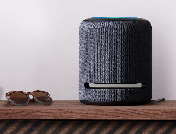 O Echo Studio tem um estilo moderno e com um design prático