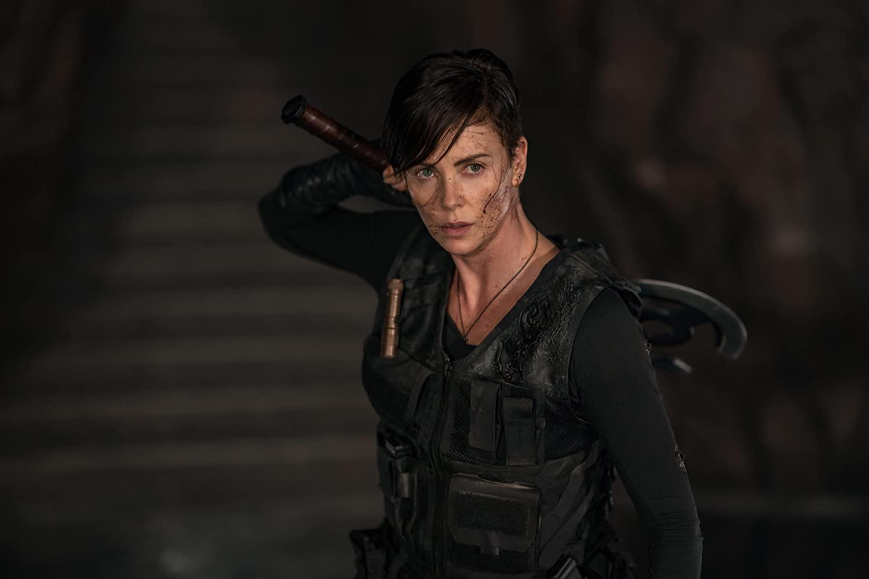 Em The Old Guard, Charlize Theron interpreta a mercenária Andy.