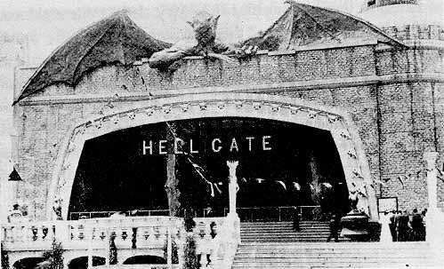 Satã recebendo os visitantes no Portão do Inferno