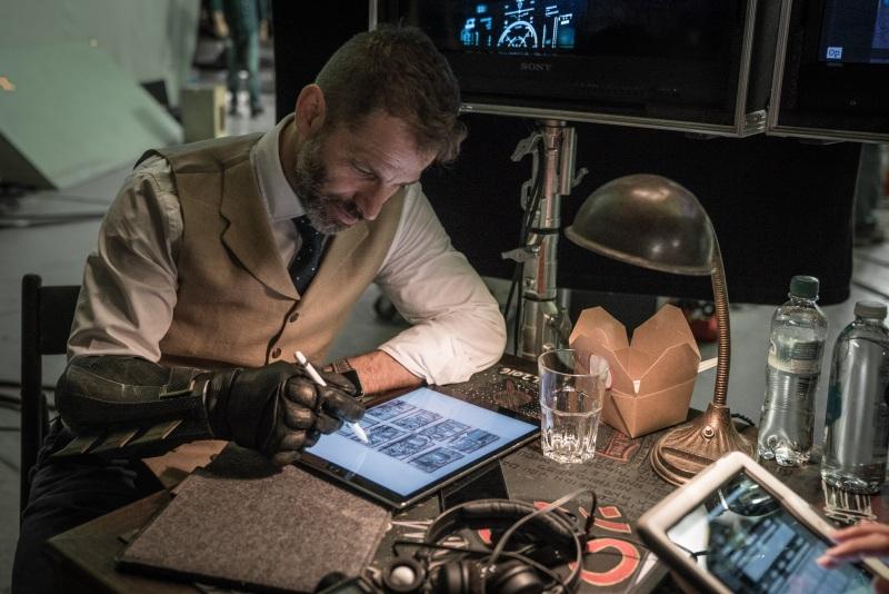 Zack Snyder trabalhando em Liga da Justiça
