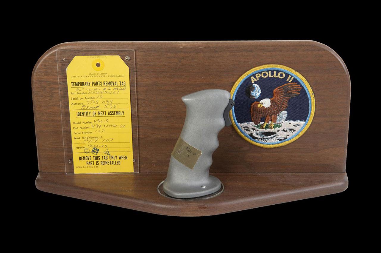 O controle de Neil Armstrong (Fonte: Space.com/Reprodução)