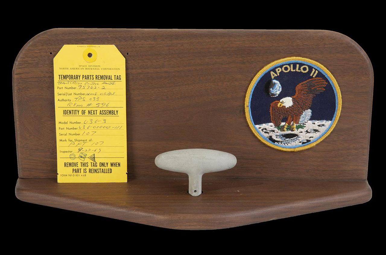 O terceiro controle, usado por Armstrong e Collins (Fonte: Space.com/Reprodução)