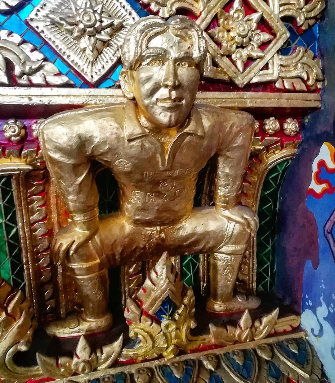 O jovem Beckham dourado, no templo budista (Fonte: Instagram/Reprodução)