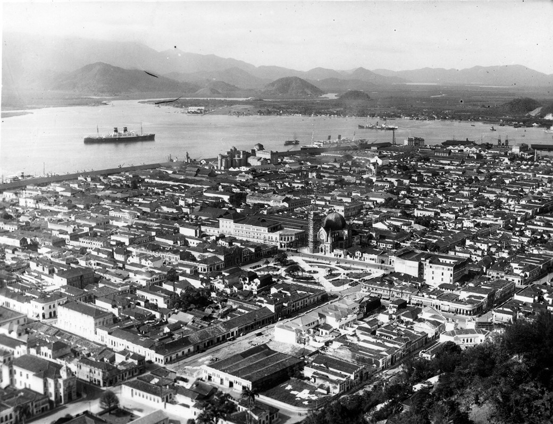Windhuk ancorado no canal do Porto de Santos (Fonte: Blog Memória Santista/Reprodução)