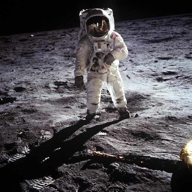 Os vídeos do homem na Lua agora estão com uma qualidade melhor.