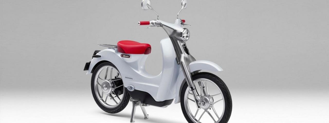 Honda trabalha em moto elétrica Super Cub com bateria removível