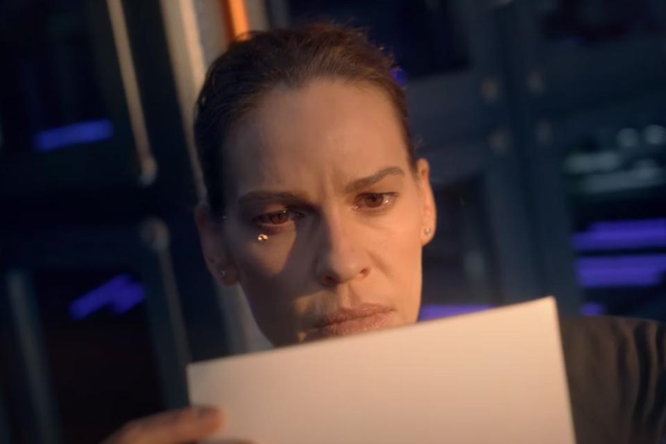 Away: elenco conta como foi gravar cenas simulando gravidade zero