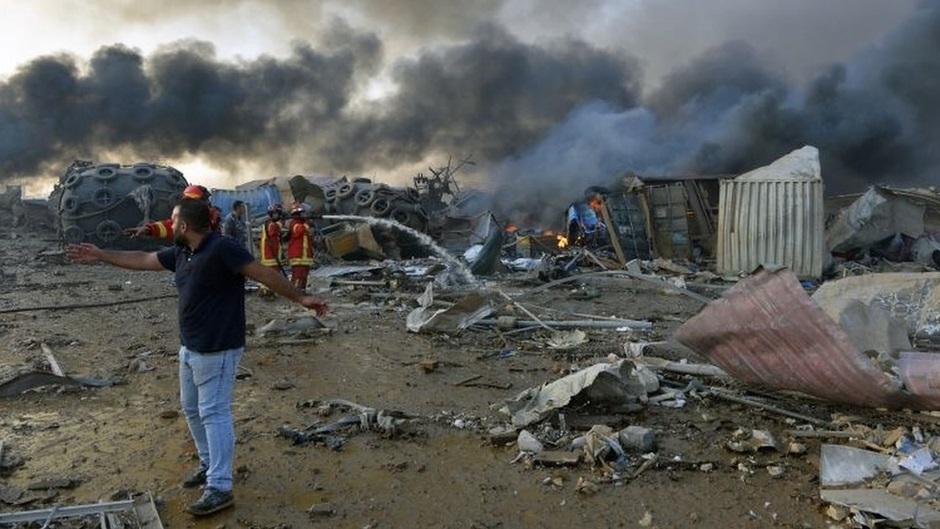 Estragos causados pela explosão ocorrida nesta terça-feira. (EPA/WAEL HAMZEH/BBC News Brasil/Reprodução)