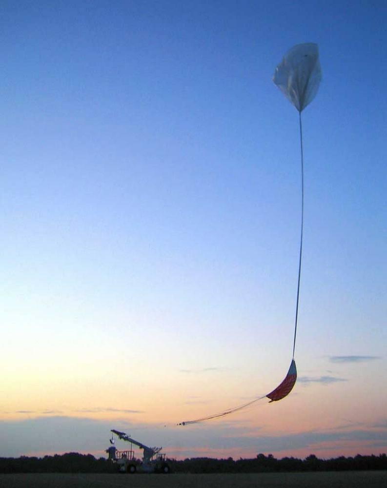 O ARCADE levanta voo rumo à estratosfera, em julho de 2006.