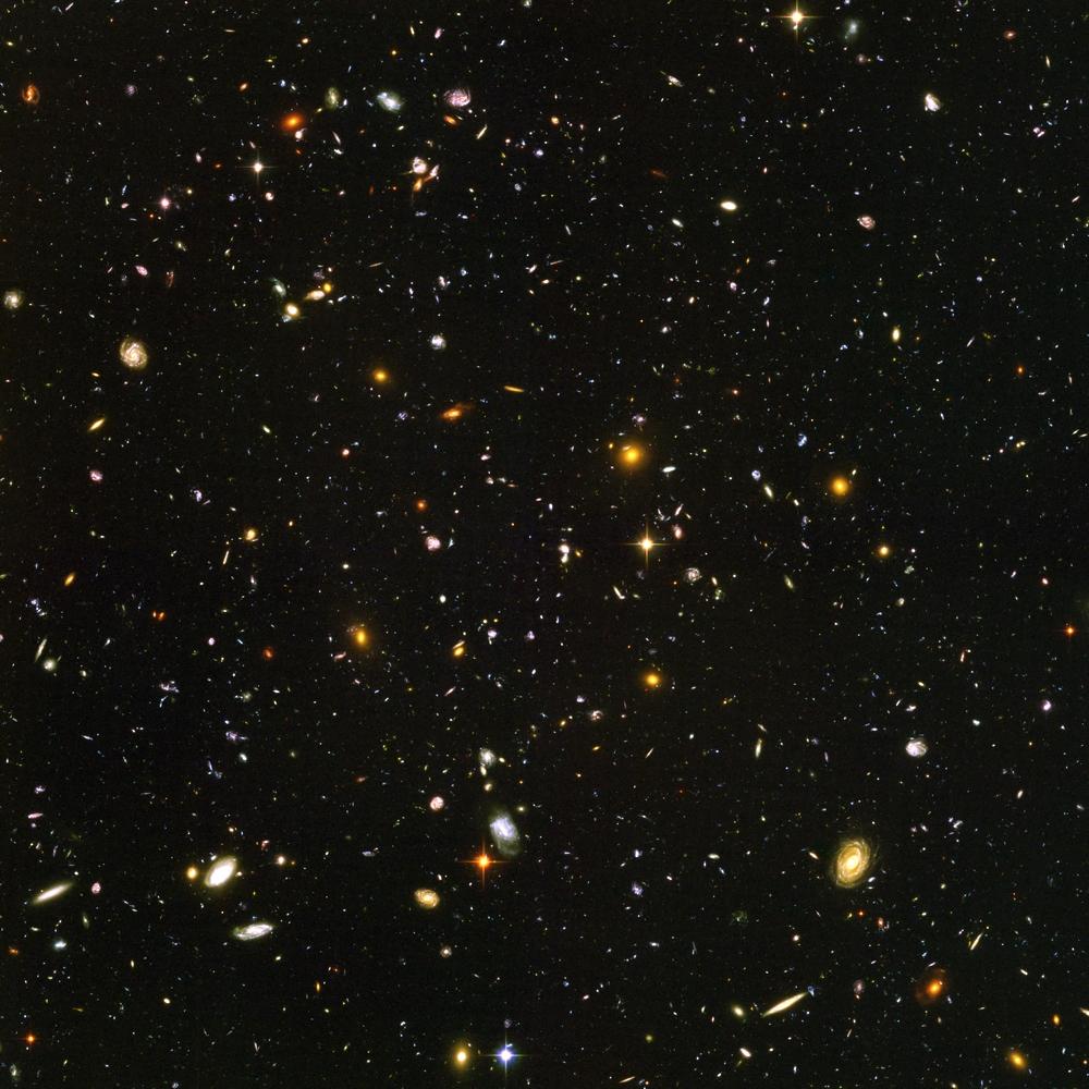 O Campo Ultraprofundo do Hubble, contendo cerca de dez mil galáxias (as vermelhas, mais jovens e formadas após o Big Bang) a 13 milhões de anos-luz; são elas que os astrônomos agora querem ouvir.