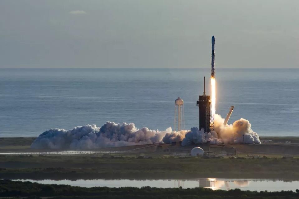 SpaceX lança mais 57 satélites nesta sexta [veja ao vivo]