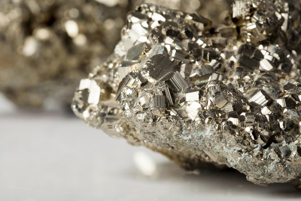 Físicos transformam ouro dos tolos em valioso magneto