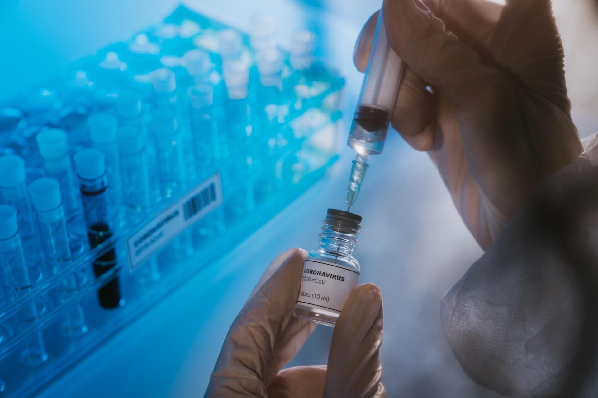 Vacina contra Covid-19 não tem microchip 5G
