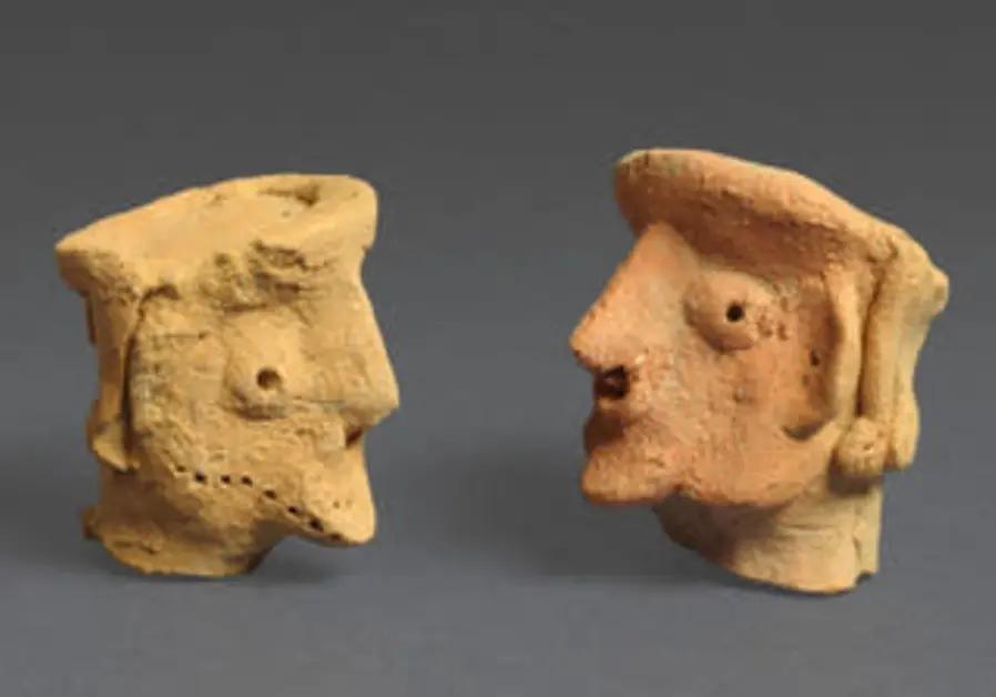 As esculturas têm características que lembram um rosto. (Fonte: The Jerusalem Post)