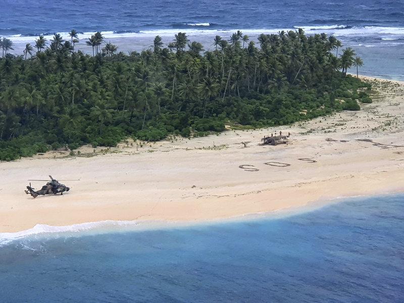 O sinal SOS na praia foi decisivo para o resgate. (Fonte: Australian Defence Force)