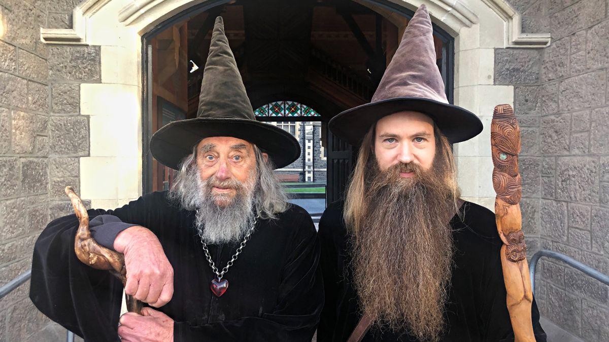 Ian, à esquerda, com seu possível sucessor Air Freeman, à direita. (Fonte: CNN/Reprodução)