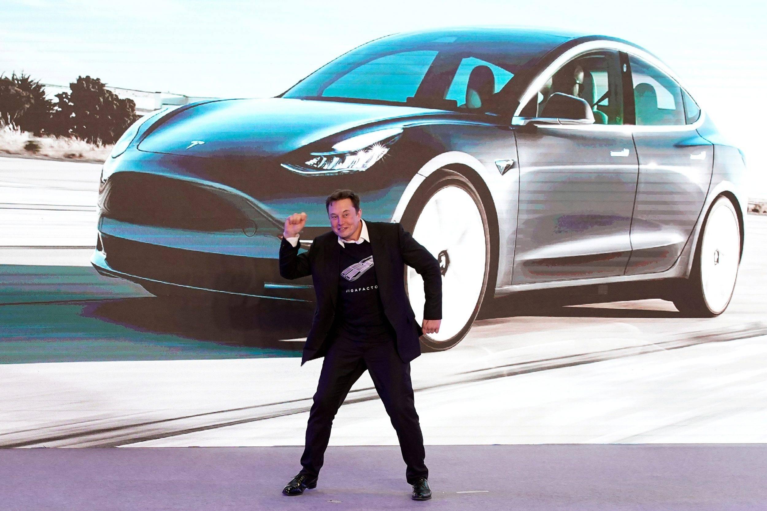 Chave do carro no pulso? Tesla trabalha em smartwatch próprio