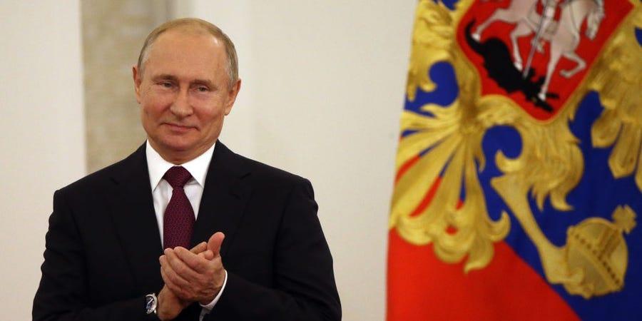 """""""Esta manhã, pela primeira vez no mundo, uma vacina contra o novo coronavírus foi registrada"""", disse Putin (Fonte: Mikhail Svetlov/Getty Images - Reprodução)"""