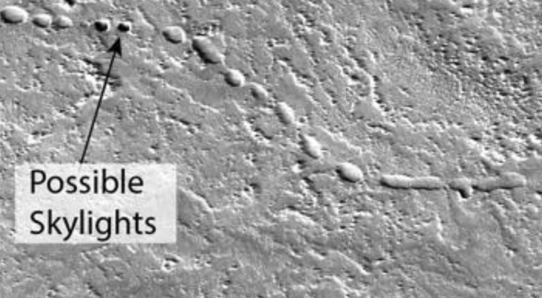 Possível claraboia em tubo de lava localizado em Marte (Fonte: NASA)