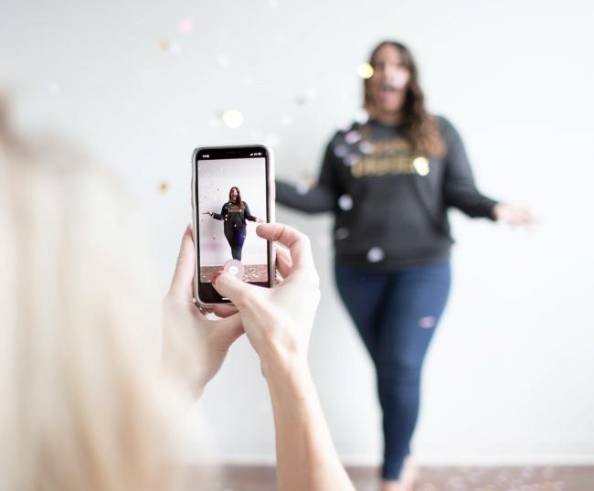 O app de vídeos é um grande sucesso entre os adolescentes e os jovens.